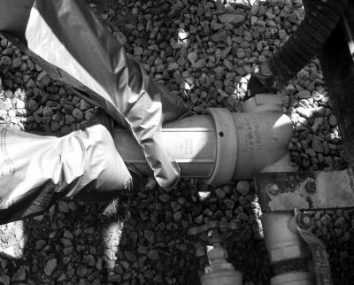 This photograph shows the in-line filter located between the pump and boom.