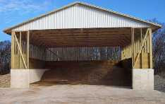 Picture of 3-sided, covered, permanent manure storage structure with concrete side walls. The roofed structure reduces or eliminates the chance of nutrient runoff.