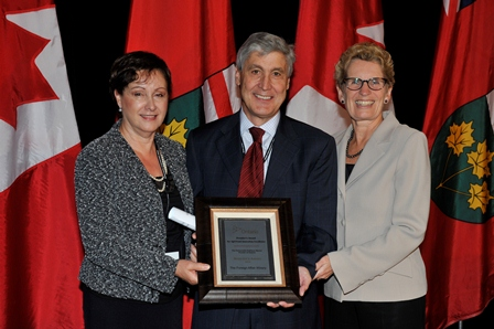 TPhoto Marisa and Len Crispino and Premier Kathleen Wynne